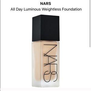 NARS Luminous Weightless Foundation- Light 4